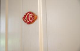 Queen Room 305