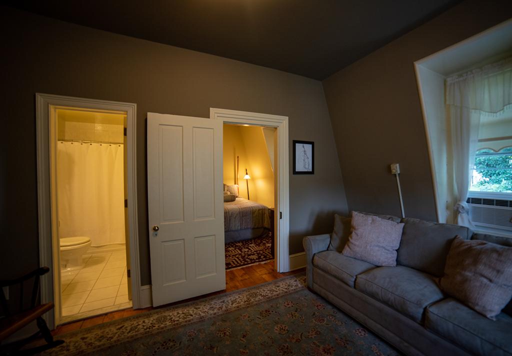 Suite 401